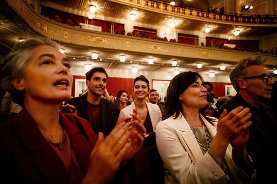 Audience clapping in the Wiener Konzerthaus