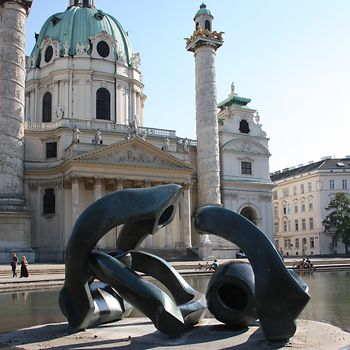 Henry Moore: Hill Arches 1973, Karlskirche