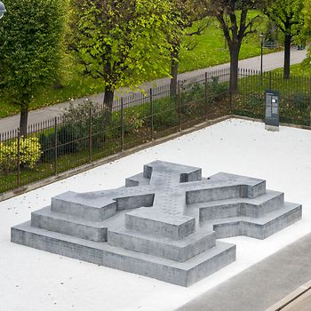 Memorial to the victims of persecution by the Nazi military court on Ballhausplatz by Olfa Nicolai