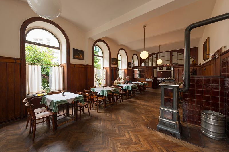 Gasthaus Ubl, interior shot with guests